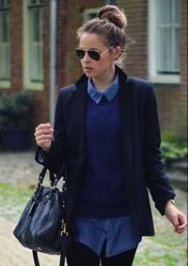 Comment assortir ses v tements bien habill e - Que porter avec un pantalon bleu marine ...