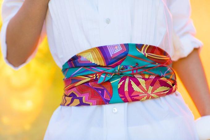 ... plus ou moins épais puis passer la partie la plus épaisse devant.  Attachez les bouts derrière ou repassez les devant selon la longueur de  votre foulard. 49c89eea2cd