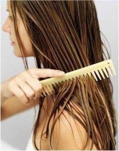 Se peigner les cheveux stylecraze.com