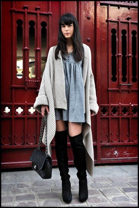 35bc53650ba6e Portez aussi les cuissardes avec votre jean slim fétiche brut. Rééquilibrez  le haut de la silhouette en portant un pull ample en cachemire par exemple  ou un ...