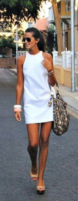 robe blanche et joncs