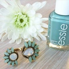 bague stella and dot vernis manucure
