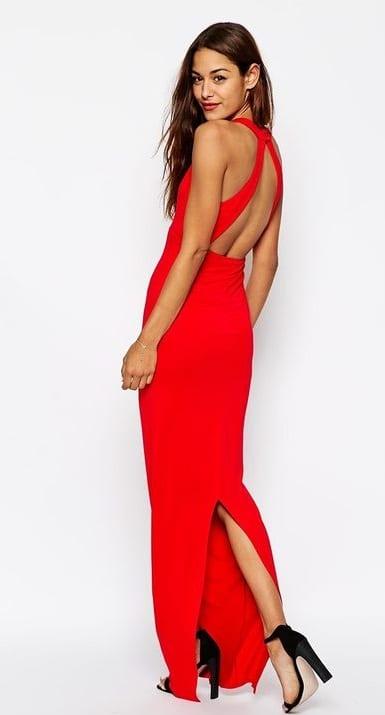 robe-longue-rouge-décolletée-dos