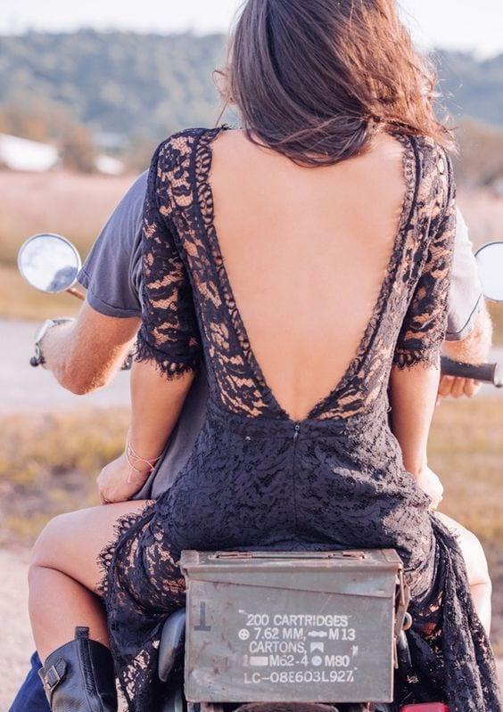 femme-sexy-décolleté-dos