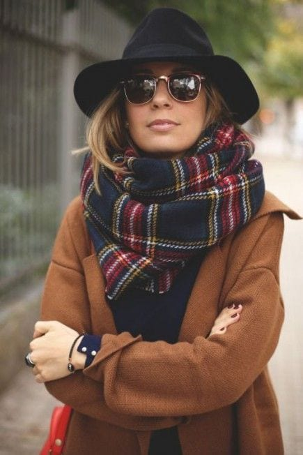 style-écharpe-lunettes-chapeau