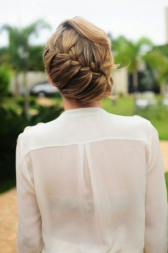 cheveux-attachés-travail