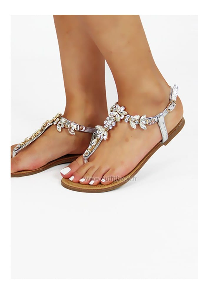 bc798379341a Les 4 styles de sandales plates à posséder - Bien habillée