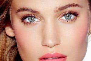 maquiller-des-yeux-bleus-astuces
