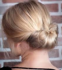 se coiffer pour un entretien chignon tressé