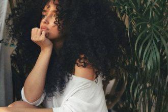 5 idées coiffures pour cheveux bouclés