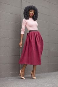 jupe longue rose foncé et pull rose bonbon