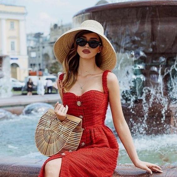 5 idées de tenues pour bien porter le rouge en été